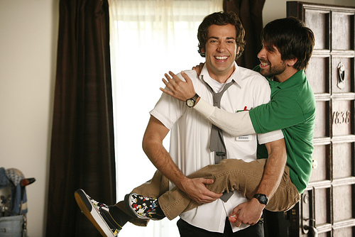 VIDEO: Zachary Levi & Joshua Gomez Lead a WB Tour in 2007